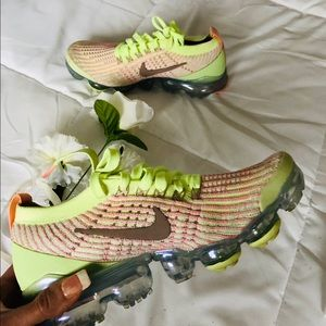 Nike Air Vapormax Flyknits. Size 7.